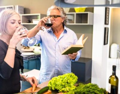 50 dingen die gebeuren als je man een keertje kookt