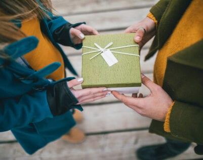 Een cadeau kopen voor een man in 44 wanhopige stappen
