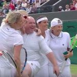 Om te gillen: Kim Clijsters laat man uit het publiek meespelen